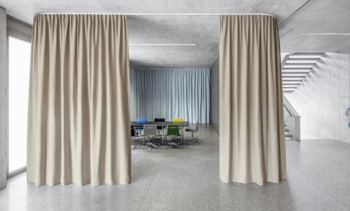 cortinas acusticas en salas de actos reuniones
