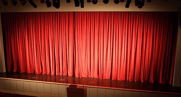 telón con guía eléctrica para teatro
