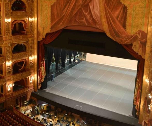 los mejores tejidos para la confección de telones para teatros